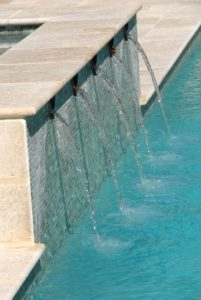 margelle travertin piscine